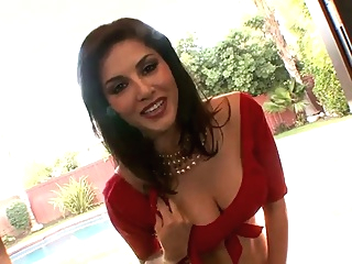 Sunny Leoni Teasing in Red Saree - hottest Clip in HINDI indian straight